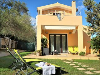 3 bedroom Villa with Air Con and Walk to Beach & Shops - 5819917
