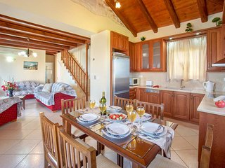 Katsarata Villa Sleeps 6 with Pool Air Con and WiFi - 5820126