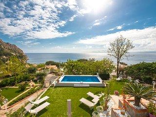Santa Flavia Villa Sleeps 11 with Pool and Air Con