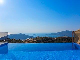Kalkan Villa Sleeps 6 with Pool Air Con and WiFi - 5820466