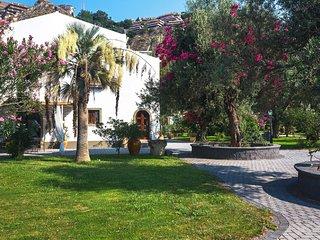 Letojanni Villa Sleeps 16 with Pool Air Con and WiFi
