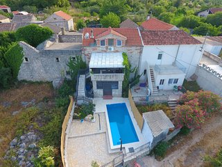 3 bedroom Villa with Air Con, WiFi and Walk to Beach & Shops - 5820507
