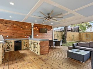 Southern Rustic Villa Retreat off Canal St,