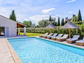 Eygalieres Villa Sleeps 8 with Pool and Air Con - 5820713