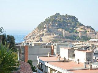 Terrassa 1. Apartamento con terraza y espléndidas vistas al castillo y al mar