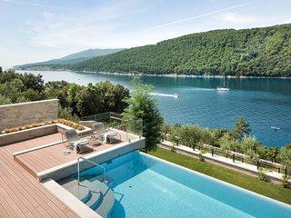Duga Luka (Prtlog) Villa Sleeps 10 with Pool and Air Con - 5820721