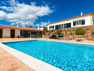 Villa Rita is a 5-bedroom villa located in Tunes, 15kms from Albufeira