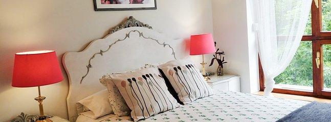 Dormitorio principal con vistas a la Muralla