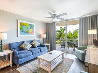 Completely renovated condo w private patio, shared pool & hot tub, free parking