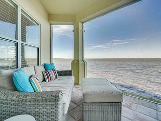 Soak in the bayfront views at 'Bayside Beauty' ~ fish from your bay-backyard
