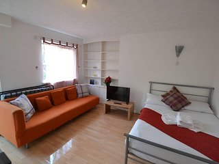 Fantastic 3 Bed Apartment for upto 8 Guests