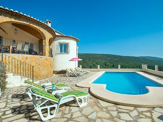 3 bedroom Villa with Pool, Air Con, WiFi and Walk to Shops - 5820589