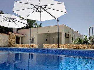Countryside House 'Vidamo' with a swimming pool