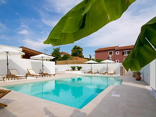 Nice home in Biograd na moru w/ Outdoor swimming pool and 6 Bedrooms