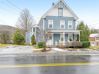 Beautiful Victorian home with a private hot tub & furnished deck!