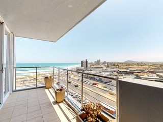 Ocean view condo with balcony, shared pool, free Wifi and walk to beach