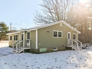 Perfectly remodeled home w/ W/D, WiFi, central heat. Skier's Paradise!