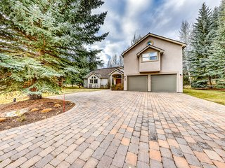 Dog-friendly home w/access to shared pool, hot tub, & more- minutes from skiing!