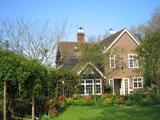 77468 Cottage situated in Steyning (8mls N)