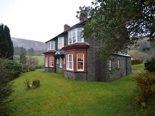 77466 House situated in Corris (2.5mls NE)