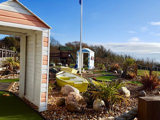 Harvey's Hideaway, Whitecliff Bay - 8Berth(Superior) Child & Pet Friendly DG+CH