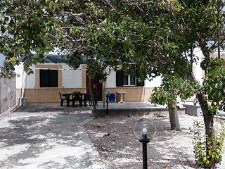 Casa con giardino vicino spiaggia di sabbia m720