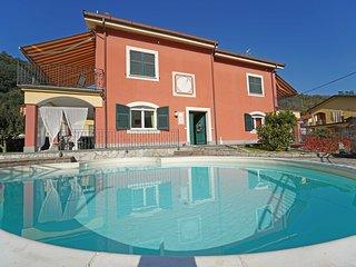 VILLA PERLA 12 Pax, heated pool, WI-FI- BBQ, near to Cinque Terre