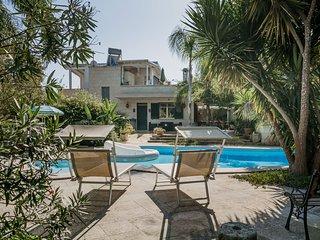 Villa piscina campo calcetto 6 camere Puglia m400