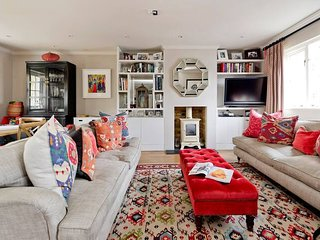 Delightful 3-Bed Bayswater House - 1 Min to tube!