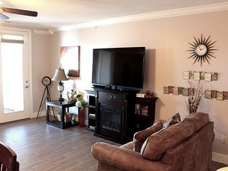 Spectacular Luxury Condo 1bed 1bath, Large Deck, 1 mile - Silver Dollar City, Be
