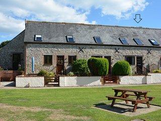 Barnaby cottage, Lyme Regis. Tranquil location, Sleeps 2, parking, WiFi, garden