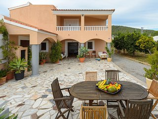 Can Mimosa, Great Villa for a large group, 6BR, 5BTH, close to D'en Bossa Beach