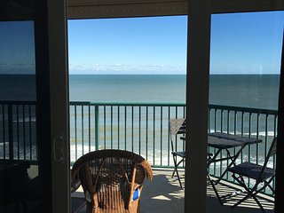 Upscale, Remodeled,Oceanfront, 8th floor Corner unit