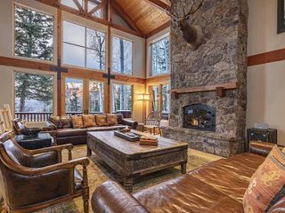 Private and Secluded Large Luxury Home