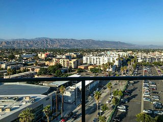 LUXE LIVING in NORTH HOLLYWOOD - 2BD/2BA Apartment