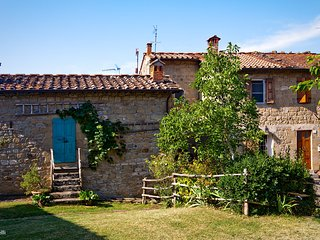 Charming holiday cottage in a corner of hidden Tuscany, Casa Scaletta
