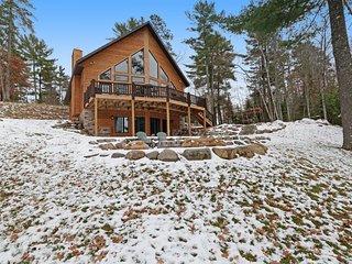 Gorgeous lakefront lodge w/ furnished deck, firepit, dock & boat