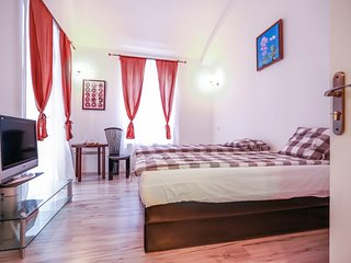 Stylish and comfy apartment near train station by easyBNB