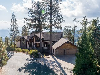 Spacious mountain lodge w/ game room, outdoor dining, & amazing views!