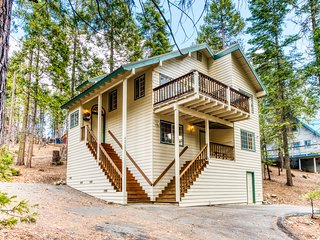 Cozy, West Village cabin w/ wood stove - close to the village & lake!