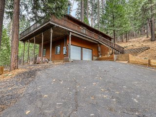 Updated cabin w/views, wood-burning stove & shared pool & tennis - dogs OK!