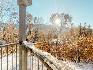 Mountain condo w/ gas fireplace, views of ski slopes & river - walk to sites!