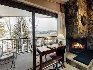 Cozy condo w/private balcony & great mountain & lake views-Shared hot tub & pool