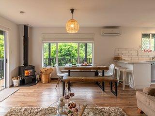 La Petite Maison - Akaroa Holiday Home, Abel Tasman National Park