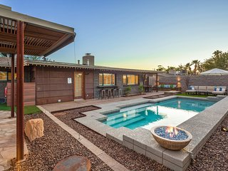 Manzi Place - Luxury Pad w/ Heated Pool & Cozy Fire Pits + Centrally located!