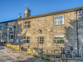 HERON, woodburning stove, pet-friendly, patio with hot tub, Addingham, Ref