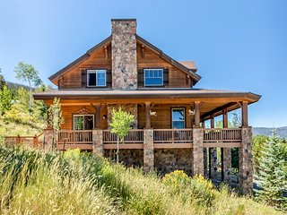 Contemporary mountain home w/ gas fireplace, outdoor firepit & amazing views!