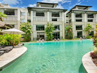 Swim Out Sea Temple Apartment Palm Cove