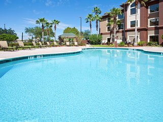 Only 1.5 Miles from Orlando International Airport + 24 Hour Fitness Center | 25