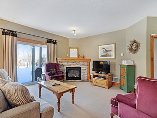 Ideal family retreat w/gorgeous stone fireplace & shared pool & kiddie pool!